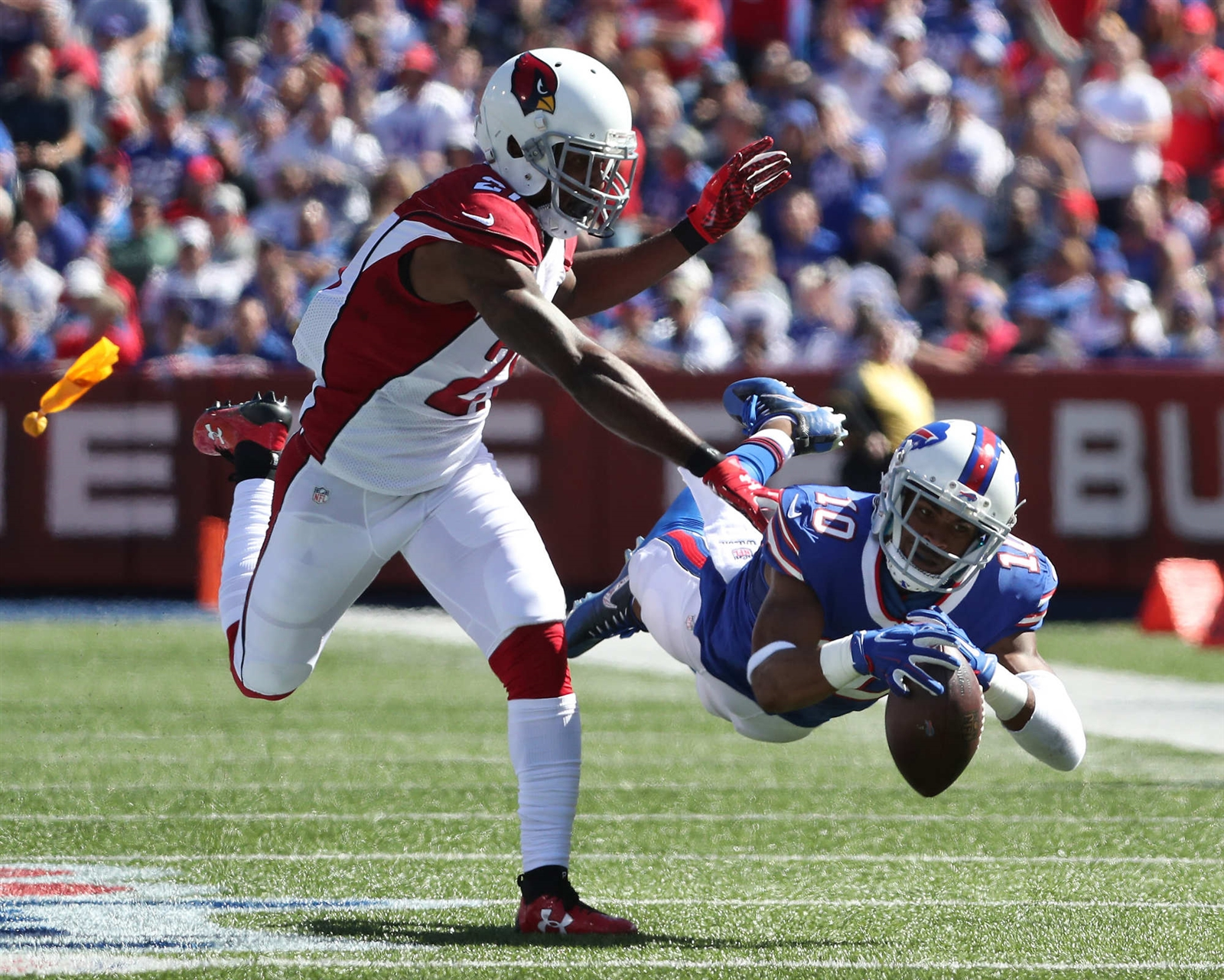 Buffalo Bills wide receiver Robert Woods (10) pulls in a catch under pressure from Arizona Cardinals cornerback Patrick Peterson (21) in the first quarter at New Era Field in Orchard Park, N.Y. on Sunday, Sept. 25, 2016.