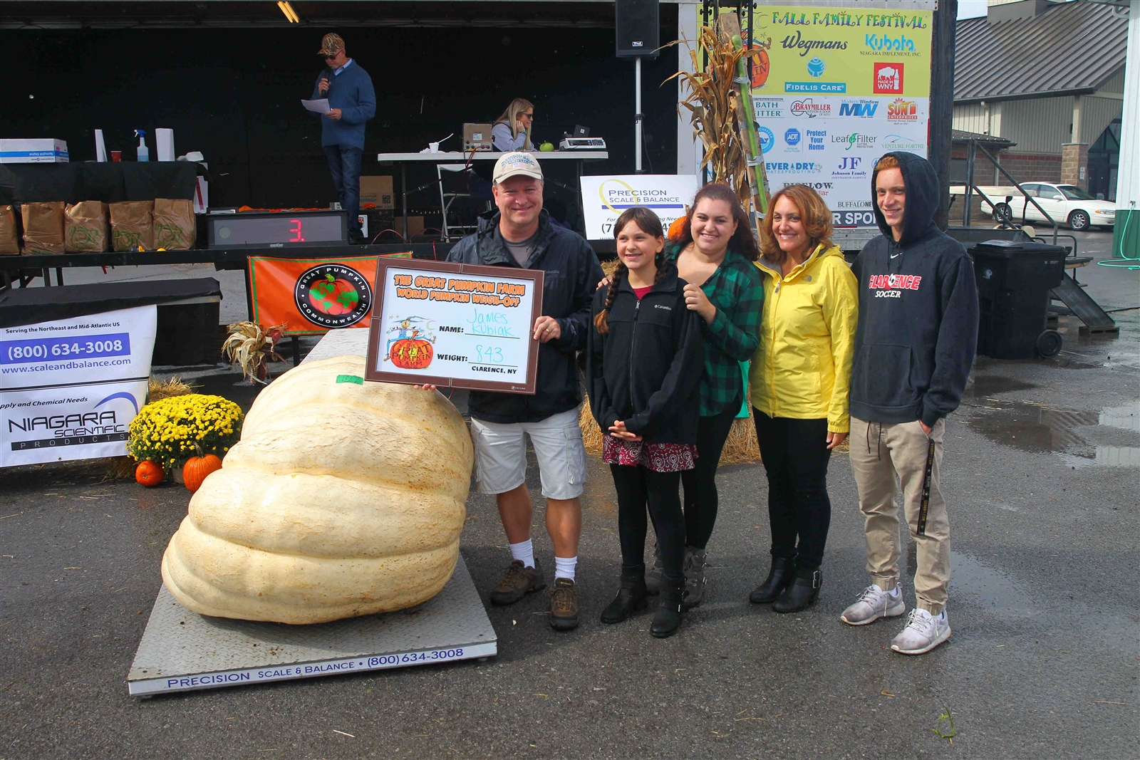 James Kubiak and his family u2014 Heather, Anna, wife Lynn, and Mitchell u2014 with a pumpkin he and his daughter grew to 843 pounds.