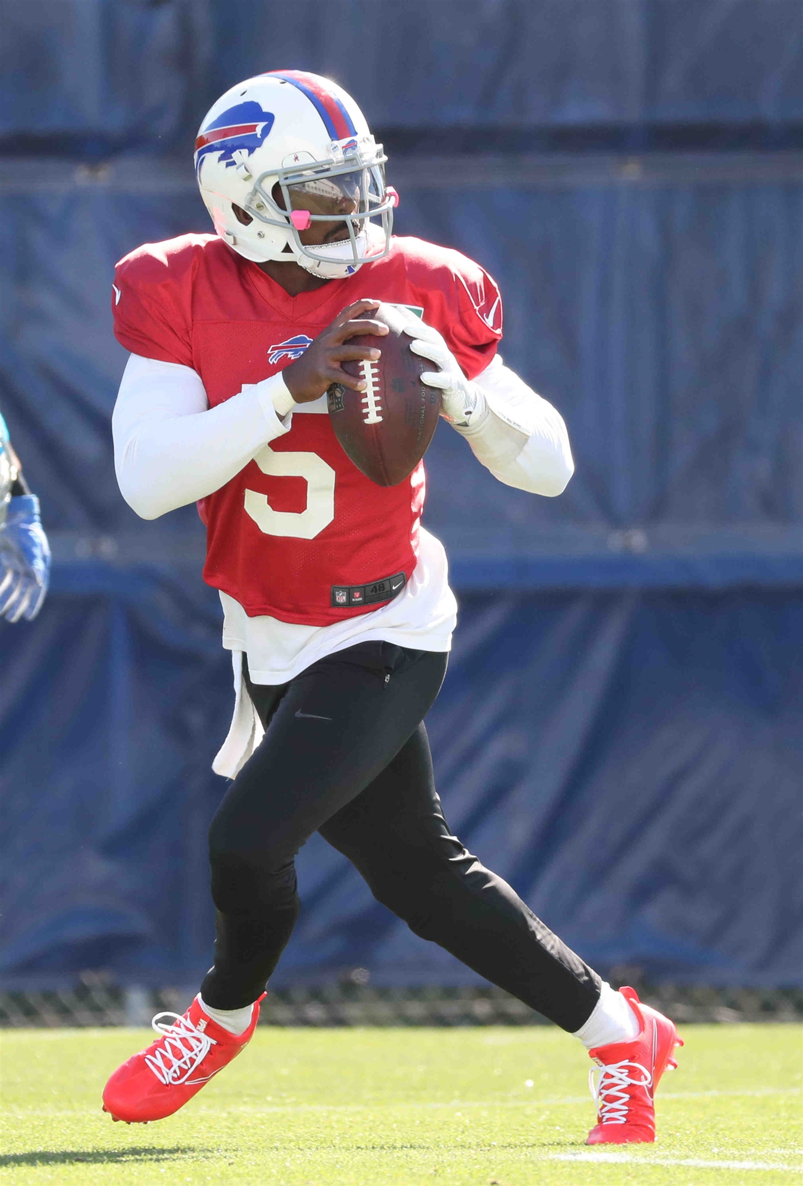 Tyrod Taylor drops back to pass during the Buffalo Bills' practice Wednesday.