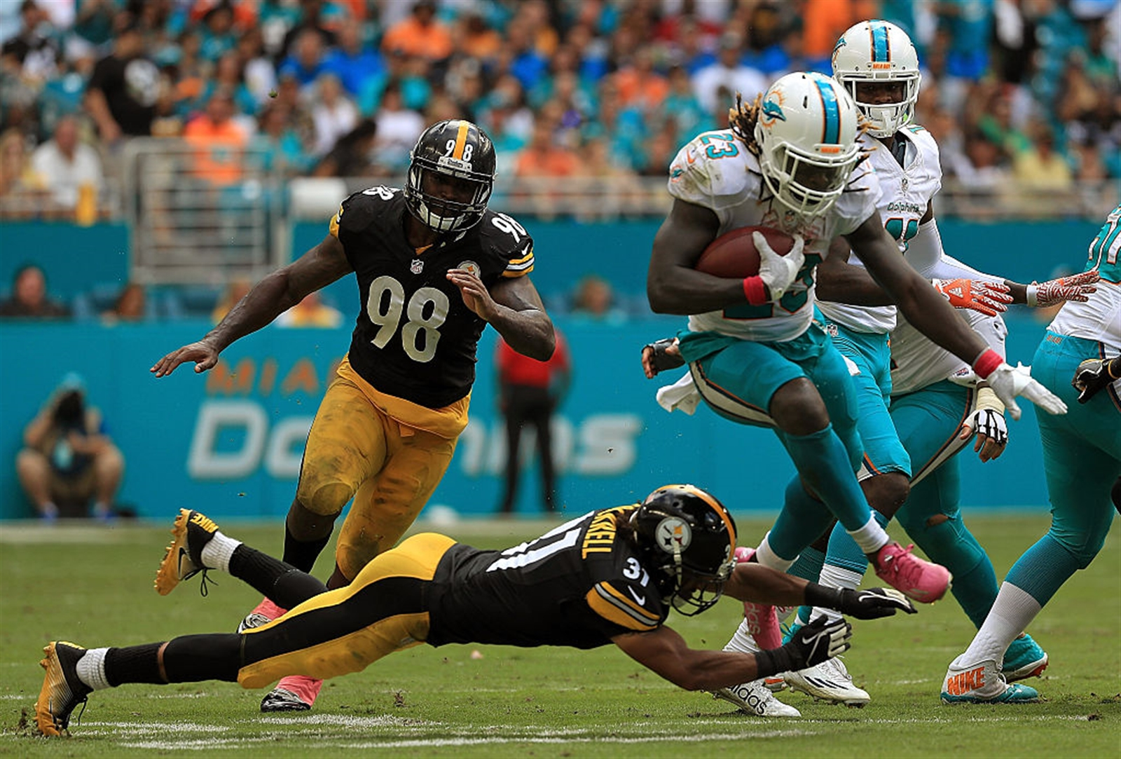 When the Dolphins run: Jay Ajayi (right), who was benched for Miamiu2019s season-opener in Seattle, has worked his way out of the doghouse. He carried 25 times for 204 yards in the Dolphinsu2019 upset win over Pittsburgh last week, the first 200-yard game for a running back this season. Ajayiu2019s previous career high in a single game was 48 yards, so heu2019ll have to prove his performance against the Steelers was more than a fluke. ...