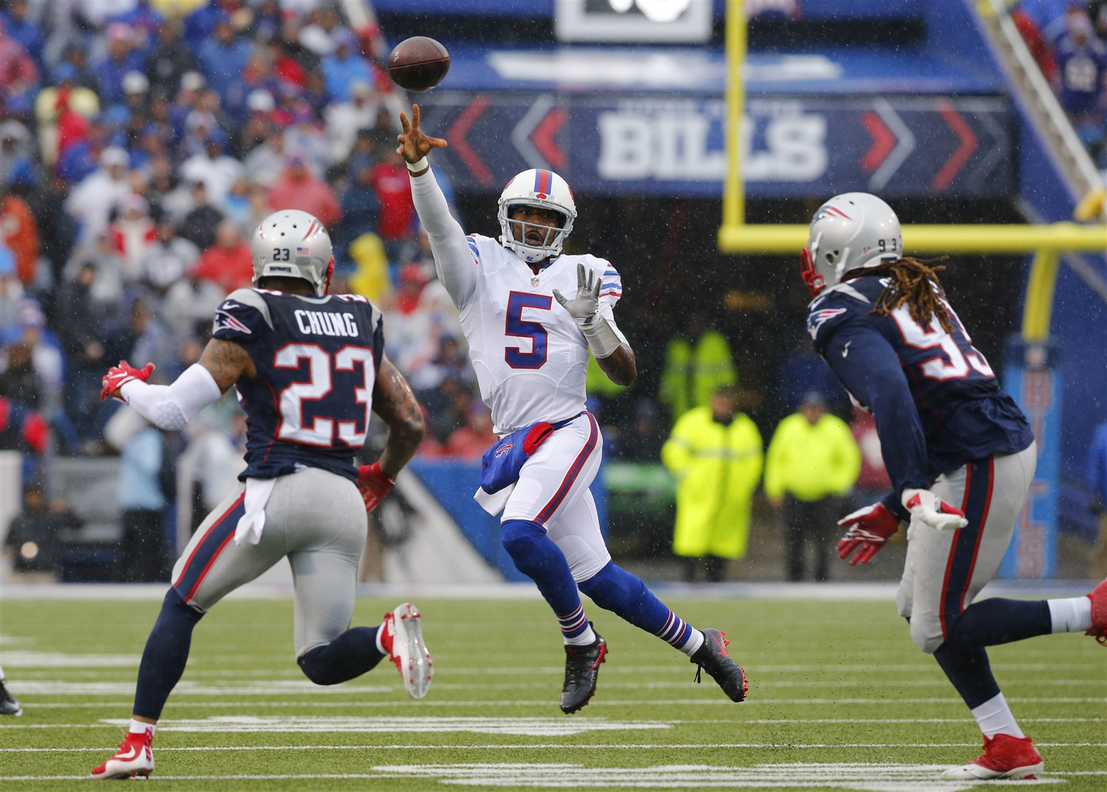 BILLS PASSING GAME: Incomplete. Seriously, whatu2019s the point of trying to grade quarterback Tyrod Taylor when the team is practically bringing fans down from the stands to play receiver? He finished 19 of 38 for 183 yards, with no touchdowns or interceptions. He wasnu2019t the reason the Bills lost, but doesnu2019t inspire much confidence that he will soon be the reason they win, either. General Manager Doug Whaley should be on the horn before Tuesdayu2019s trade deadline trying to get this team a wide receiver. Dropped passes were an issue, but coach Rex Ryan sounds awfully defensive about his quarterback when he says Taylor needs better protection after a game in which he was sacked just twice.