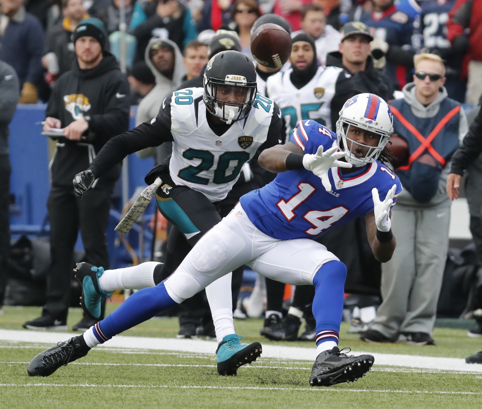 Buffalo Bills Sammy Watkins makes a catch against the Jacksonville Jaguars during the second quarter.