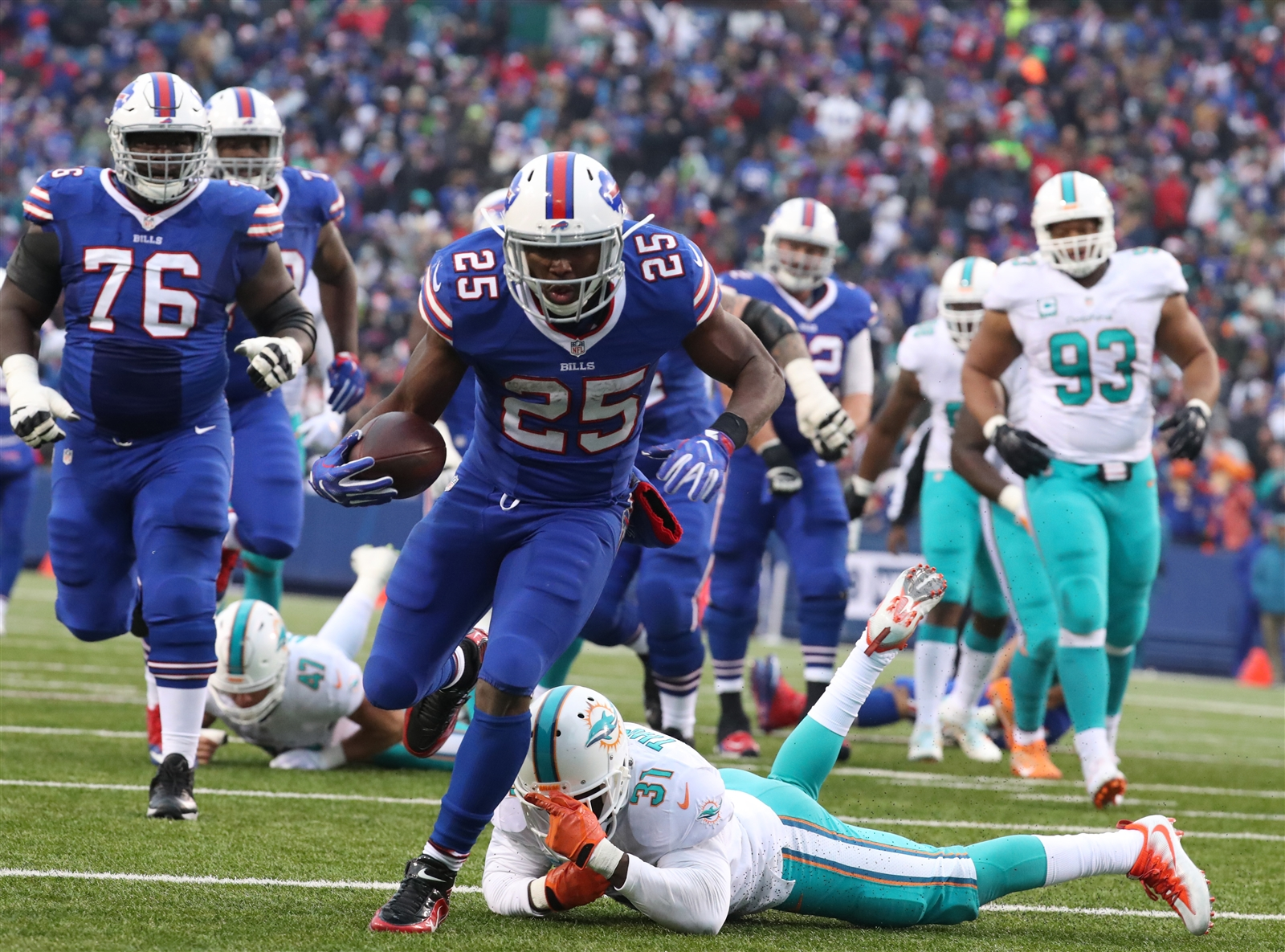 BILLS RUNNING GAME (A-): LeSean McCoy deserves better from his 2016 season. The Billsu2019 running back piled up another 128 yards on 24 carries, an average of 5.3 yards per rush. The Bills ran for a whopping 272 yards on 49 carries, 5.6 yards per rush. Backup Mike Gillislee ripped off 91 yards on just 11 carries, an average of 8.3 yards per carry. Quarterback Tyrod Taylor chipped in 60 on the ground. The Billsu2019 No. 1 ranking on the ground is well deserved, but the reverse to Reggie Bush in overtime is one of the worst calls of the season, hurting the overall grade.