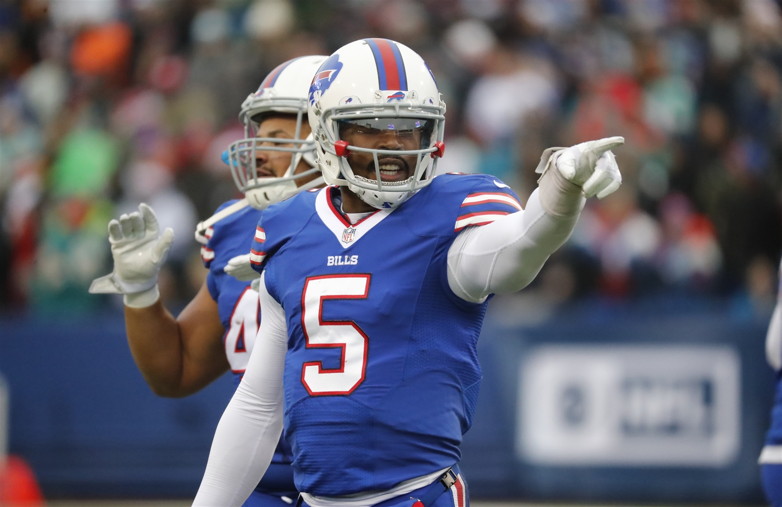 BILLS PASSING GAME (A): Tyrod Tayloru2019s finest moment as a member of the Bills ultimately came up short. He threw for 300 yards for the first time as a member of the team, finishing 26 of 39 for 329 yards and three touchdowns. He finished 6 seconds short of what would have been an impressive fourth-quarter comeback u2013 just the third of his career. He got Charles Clay involved in the game again u2013 the tight end had eight catches for 85 yards and a pair of scores. Sammy Watkins gutted out another strong performance u2013 making seven catches for 154 yards and a score. But all of it went to waste.