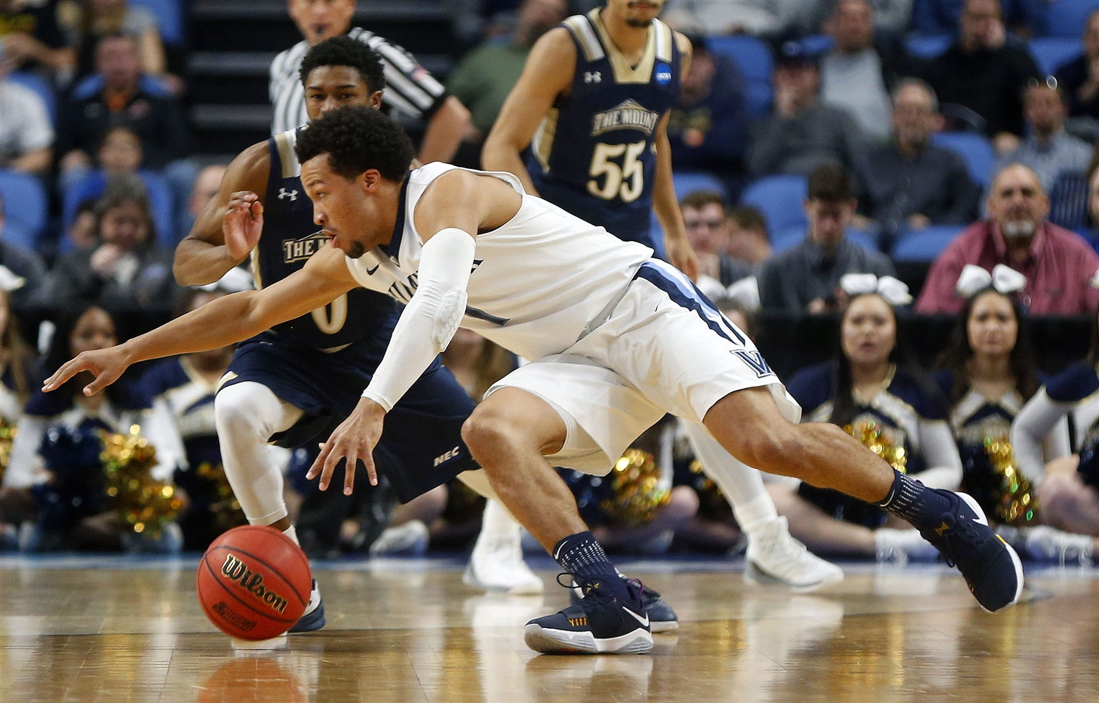 Villanova's Jalen Brunson tries to get past Mount St. Mary's Junior Robinson in the first half.