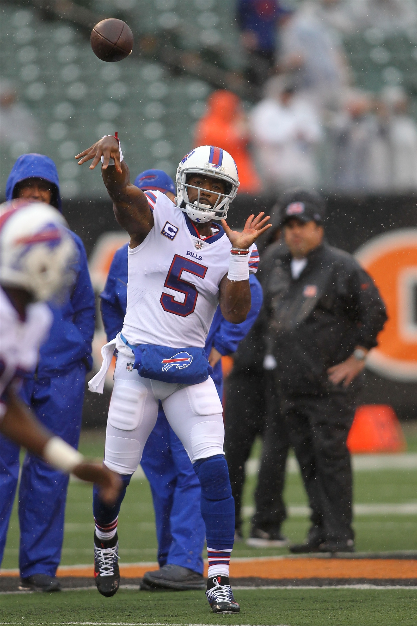 Bills quarterback Tyrod Taylor warms up prior to the start of the game against the Cincinnati Bengals at Paul Brown Stadium on Sunday, Oct. 8, 2017 in Cincinnati.