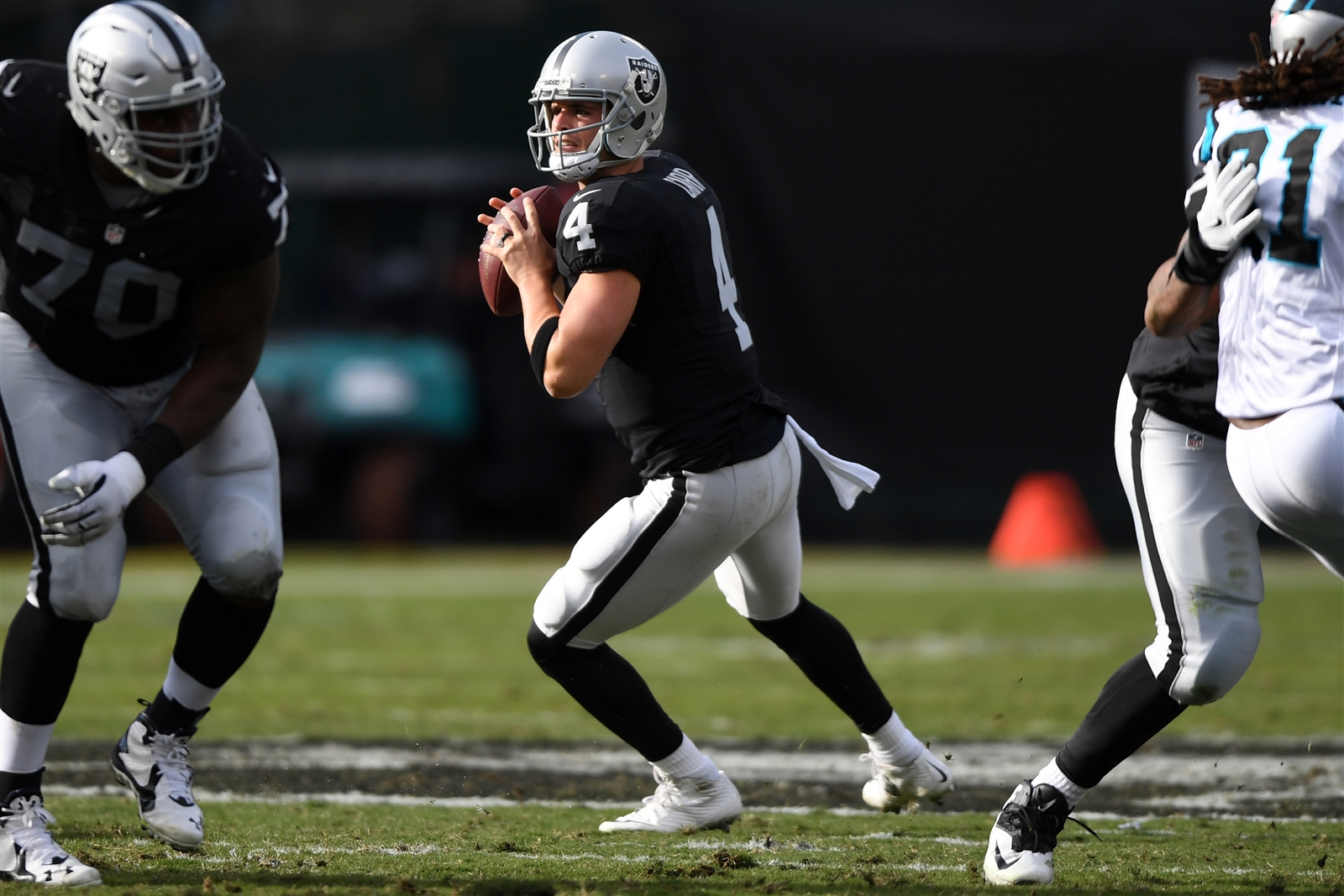 2. Carr shifts to turbo. Derek Carr was the fourth quarterback selected in the 2014 draft, but heu2019s quickly proving to be the best of the bunch. Carr entered Week 12 as one of only seven passers with a quarterback rating above 100 and ranked in the top 10 in completion percentage, yards, and touchdowns. The Raiders are certainly comfortable putting the ball in his hands (he had the eighth-most attempts of any QB), and theyu2019ve surged from worst to first in the division during his tenure. He suffered a finger injury to his throwing hand during Sundayu2019s 35-32 win over the Panthers, but was able to return to the game. He poses a big problem for a Bills secondary thatu2019s been plagued with injuries.